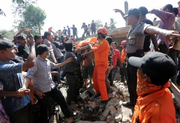 Мощное землетрясение 7 декабря в Индонезии