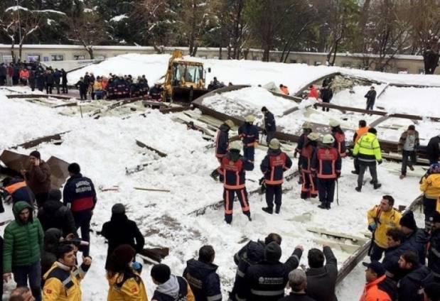 Трагедия в Стамбуле: Крыша мечети рухнула под тяжестью снега, есть погибшие