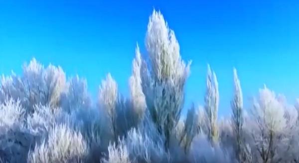 Снег накрыл дюны в пустыне Гоби