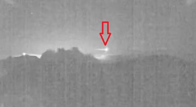 Метеорит пролетел над действующим вулканом в Коста-Рике