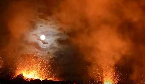 На острове Реюньон началось извержение вулкана Питон-де-ла-Фурнез